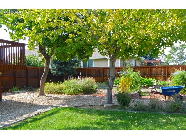 Front of HOme for sale in Valley View Estates in Lovleand CO, Centerra Shopping, Loveland real estate, Large lot,